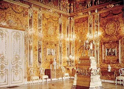 The only color picture of the original Amber Room, dated 1930 The Amber Room in the Catherine Palace of Tsarskoye Selo near Saint Petersburg
