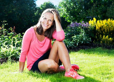 Många drabbas av utmattningssyndrom och ännu fler ligger farligt nära kanten. Ändå är det ett sjukdomstillstånd som inte riktigt tas på allvar. Kurera bad stressexperten Karin Isberg att ge oss en snabbkurs i vad utmattning egentligen innebär.