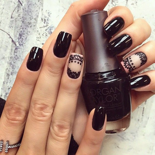 Black mani with lacy accent nail. (by @camilacoelho on IG)