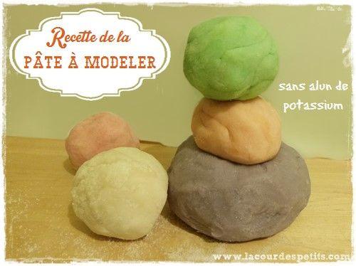 Recette de pâte à modeler sans alun de potassium |La cour des petits Simple, économique, écologique et déclinable à volonté ! http://www.lacourdespetits.com/recette-de-pate-a-modeler-sans-alun-de-potassium/ #pateamodeler #homemade #playdough