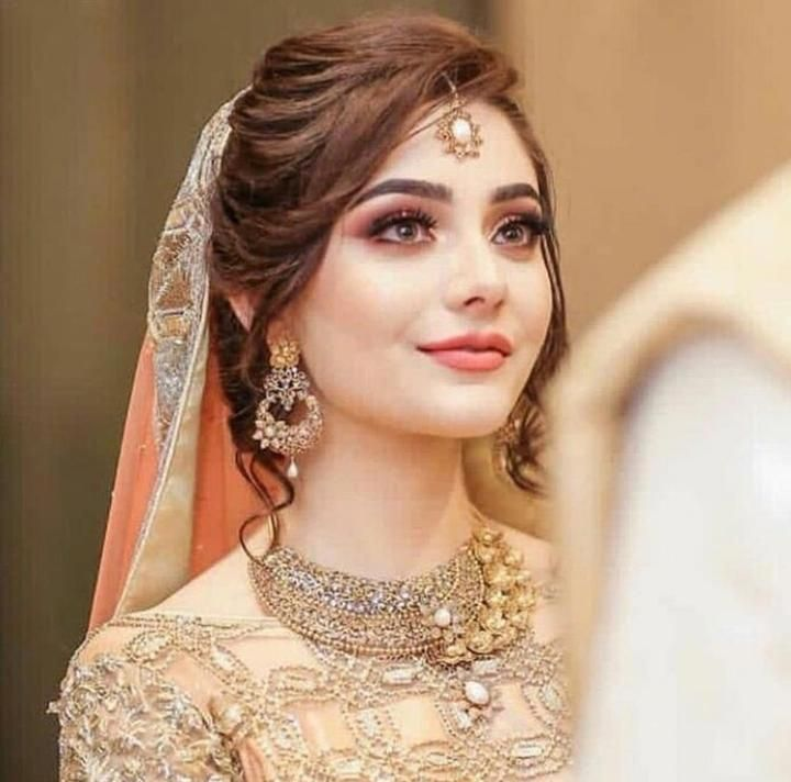 Pakistani Hairstyles Buns: 10. Trending Hairstyle For Pakistani Bride Messy
