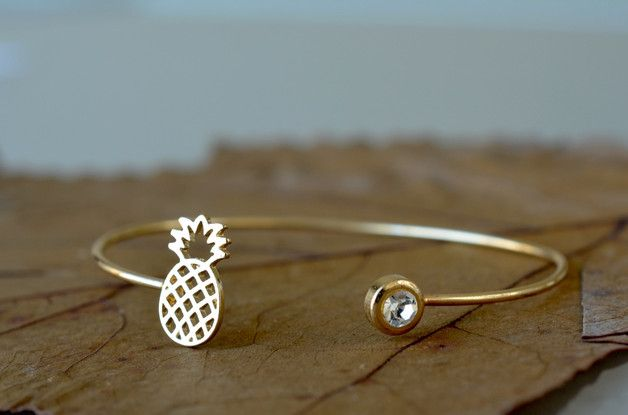 Goldener Armreif mit Ananas, Armband, Sommer Accessoire / golden bracelet with pineapple, summer outfit made by Perfect present via DaWanda.com