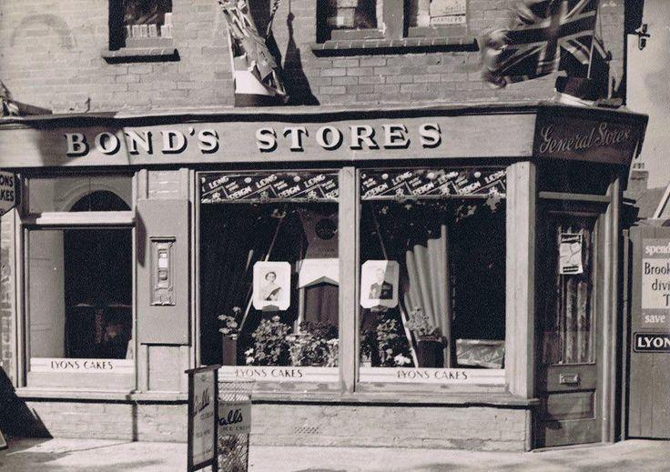 Bonds Stores Alfriston Road Seaford 1953 ( Coronation Picture's in the window )