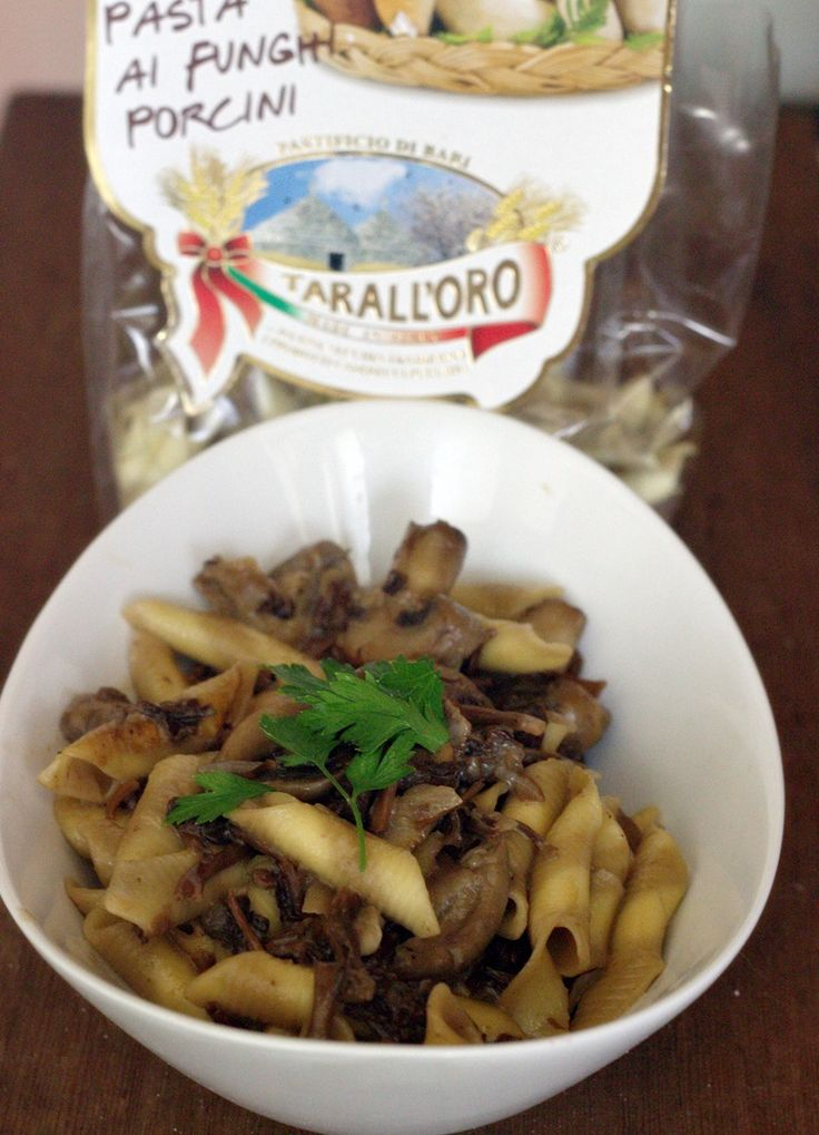 Mushroom pasta , with button mushrooms, and dehydrated funnel chanterelles. The pasta used here also had some porcini  mushroom in it. I had some  cooking cream and feta cheese in the sauce #pasta #mushroom