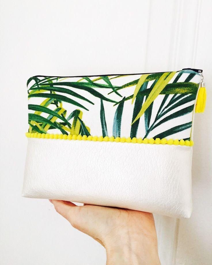 Tendance Sac 2017/ 2018 : Pochette tropicale en simili cuir nacré biais et pompons jaunes tissu feuilles : Sacs à main par marie-besancon