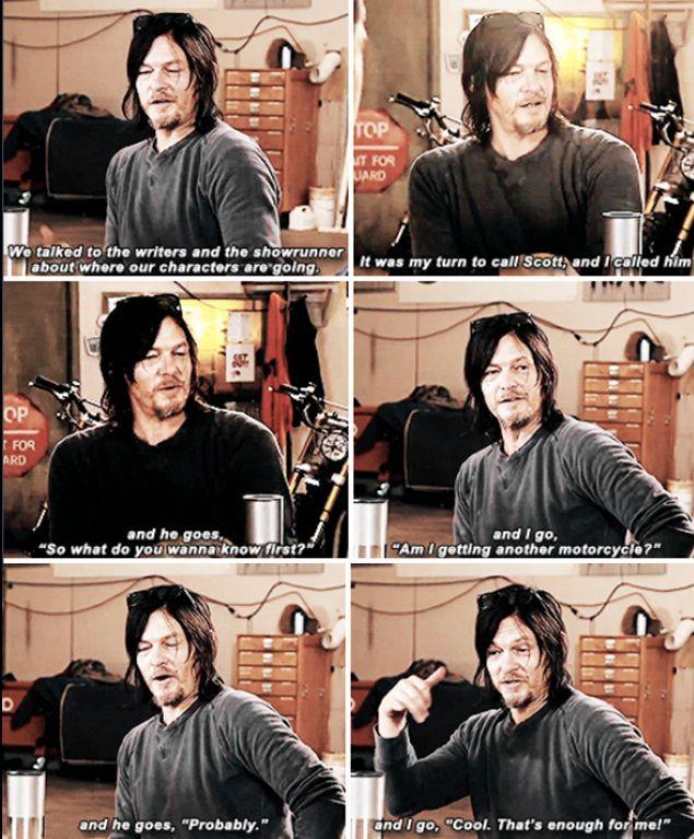 Norman sobre a nova moto de Daryl / Norman on the new bike Daryl