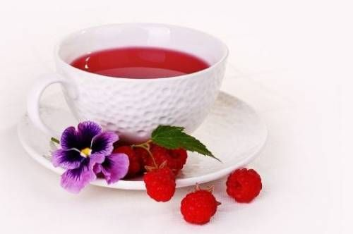 Sadly, when you have a cold it just has to run its course. Drinking teas can be reassuring and can support the body to assist it fight the virus. Black, green and white teas are all high in anti-oxidants, all have caffeine. Black has least antioxidants and a lot of caffeine white has most anti-oxidants …