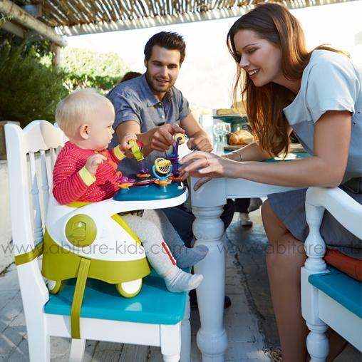 Le siège réhausseur vert de la marque Mamas and papas vous suivra lors de vos déplacements et vous sera également d'une grande utilité à la maison! Réglable en hauteur, il est idéal pour que bébé mange en toute sécurité.
