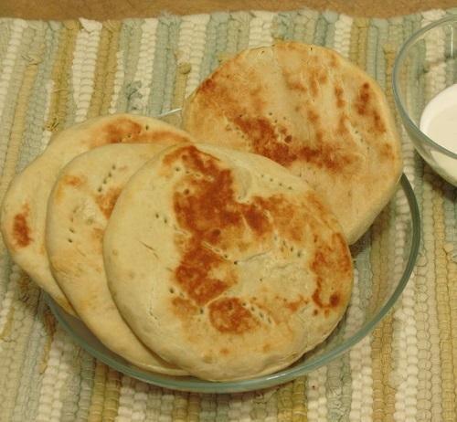 Cómo hacer arepas andinas. La arepa andina es una versión elaborada con harina de trigo de la arepa venezolana clásica, que se realiza con harina de maíz. Mucho más similar a un pan, con un toque dulzón y delicioso, se trata de...