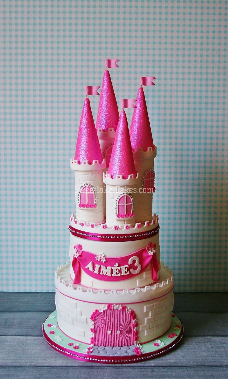 Castle cake - This one is for the little princess of a friend of mine...