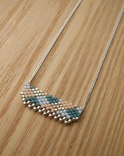 _*+Collier argent 925 et perles de verre+*_    -Chaine et composants en argent (Argent 925/1000)   -motif tissé de petites perles de verre japonaises