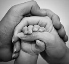 Resultado de imagen de fotos de manos de padres e hijos