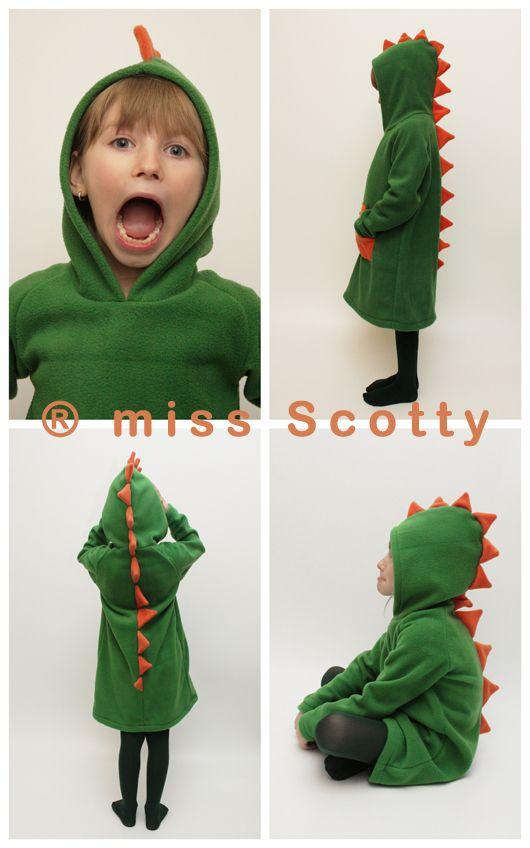 Elmúlt a karácsony, jön a farsang. Az első miss Scotty jelmez egy lány sárkány ruha, amit egy lefelé bővülő, raglán ujjú,kapucnis ruhából alakítottam át sárkány jelmezzé.   A legfontosabb szempont a jelmez készítése során az volt, hogy ne csak egyszer használatos viselet...