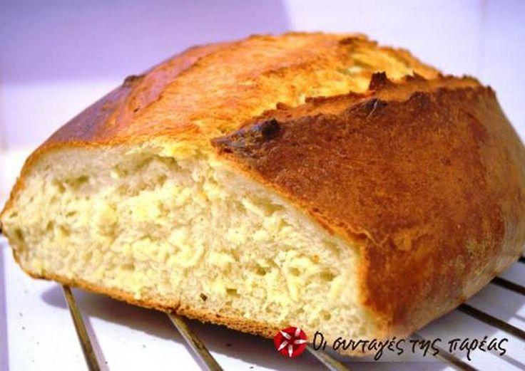 Σπιτικό ψωμί με τραγανή κόρα και αφράτη ψίχα
