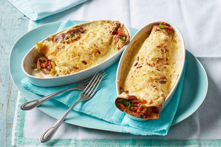 Enchilada à la Janko: Gefüllte weiche Tortillas mit Lauch, Speck und cremiger Béchamel-Sauce, mit Käse überbacken