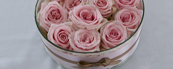 Rózsaszín esküvői dekoráció asztaldísz