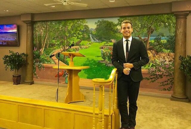 A mural in a Kingdom Hall in New Mexico. Isn't it beautiful? The sister who painted it kept it covered the whole time until it was finished. (Shared by: @lipebatiista)