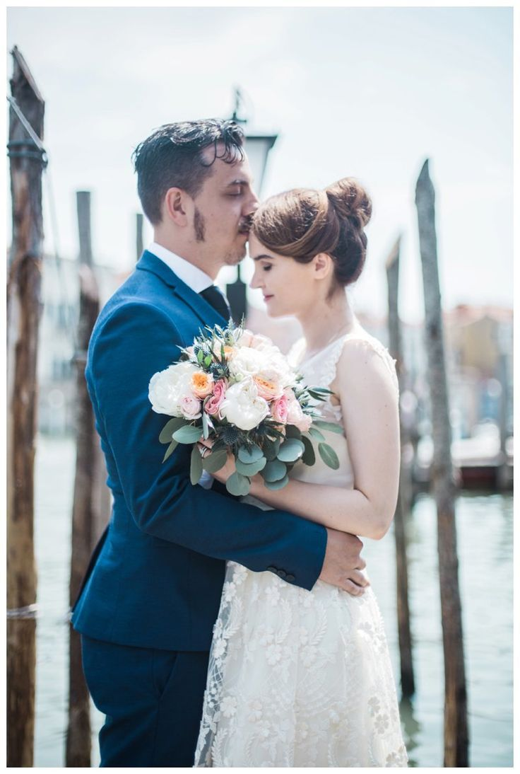 After dating for over 10 years, Dan and Joana  decided to have a little elopement in the charming city of Venice, Italy. Venice is a magical city, filled with wonderful architecture, wonderful history and wonderful people  They  had a lovely civil ceremony in the Venice Town Hall, Palazzo Cavalli