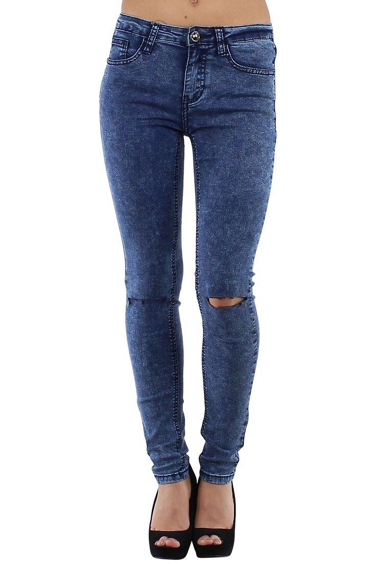 Pantalón vaquero de mujer Jeans muy ajustados con rotos en ambas rodillas azul Condición:  Nuevo Composición 68% algodón, 30% poliéster, 2% elastano Categoría Pantalones Jeans Paquetes 10 unidades Los paquetes de cada color Tamaño : 34 (XS), 36 (S), 38 (M), 40 (L), 42 (XL) De color Azul Jeans  mayoristas de ropa vaqueros al por mayor: http://intueriecommerce.com/es/