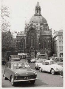 Koepelkerk Amsterdam  Bouw: 1884 Sloop: 1972 Denominatie: hervormd Architect: A.J. van Beek Over de kerk Het kerkgebouw stond bekend als het elfde hervormde kerkgebouw in de hoofdstad. De kerk was opgezet als een centraalbouw met een middenpartij in de vorm van een achthoek met ongelijke zijden, bekroond door een hoge koepel en een spits.  De hoofdingang werd gemarkeerd door een forse, spitsboogvormige loggia, bekroond door pinakels. Het exterieur was rijk gedecoreerd met natuursteen. Door…