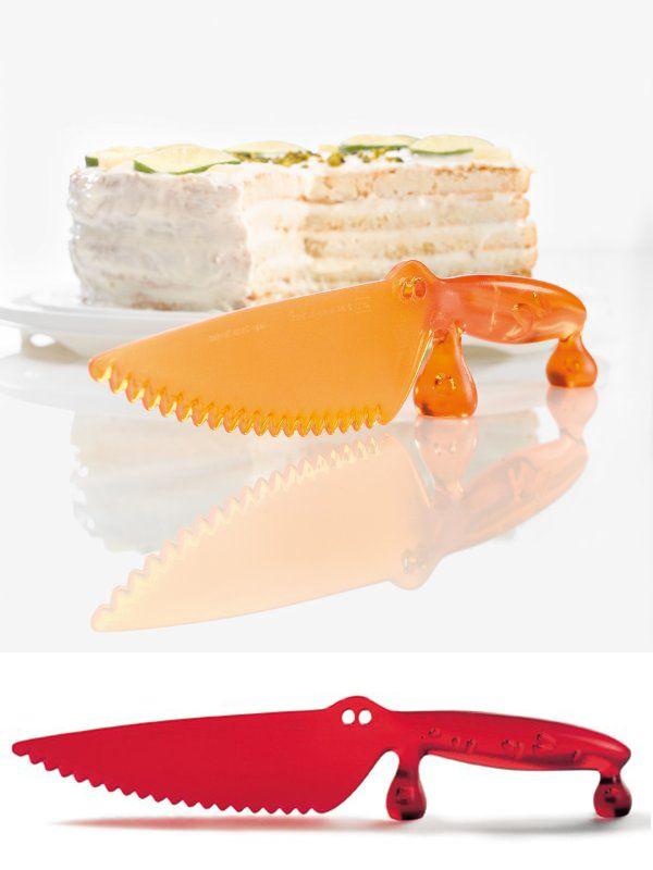 """El cuchillo de plástico """"Coco"""" es ideal para cortar torta de mil hojas o pasteles. No dejará ningún rasguño en superficies delicadas. $9.500"""