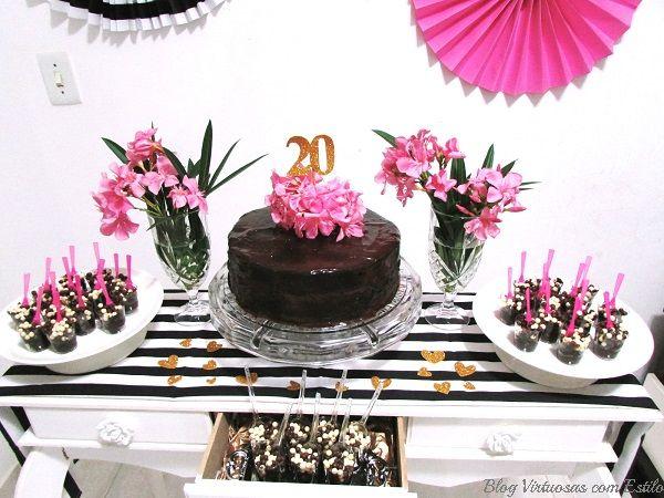 Virtuosas com Estilo: Mesa de doces e bolo, com flores naturais. Tema: listras, pink e dourado!!
