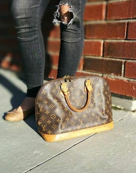 Pre Owned authentic Alma Louis Vuitton price: 475$CAN FashionWoo ship throughout Canada and the US #fashionwoo #louisvuitton #alma #fall2015 #authentic
