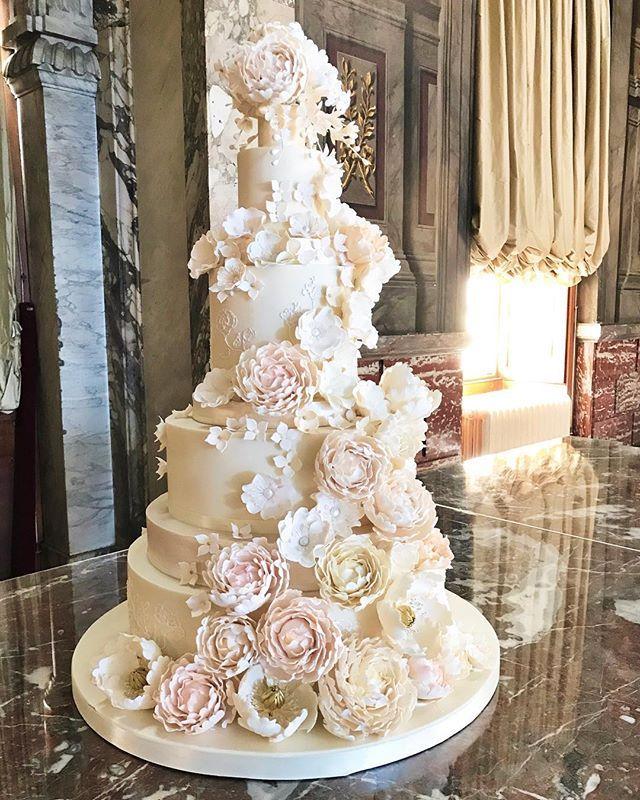 Rosalind Miller Cakes Is An Award Winning Cake Designer Having Won Best Wedding Cake Desi Big Wedding Cakes Extravagant Wedding Cakes Beautiful Wedding Cakes