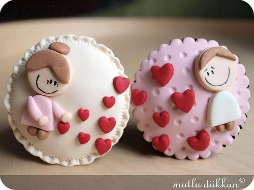 Cute Love cupcakes <3 <3 <3 #cupcake #cakedesign www.decorazionidolci.it Idee e strumenti per realizzarli.