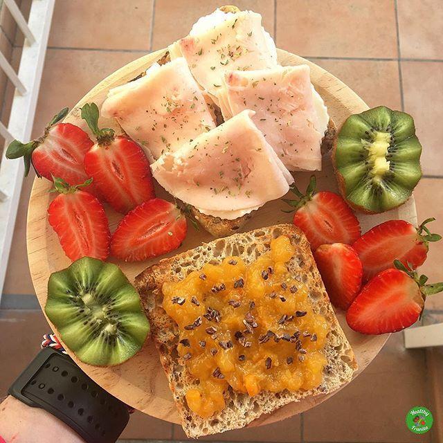 Desayunos coloridos para empezar el Domingo como se merece 😉.  .  ¡Buenos días!❤️❤️.  .  #healthyfranita #desayuno #desayunoshealthyfranita #breakfast #healthybreakfast #healthyblogger #influencer #instafit #fit #fitness #abs #domingo #sunday #healthylifestyle #healthyfood #healthy