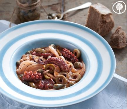 Octopus with fennel and green olives. Discover a recipe which combines the aromas of the mountain with the aura of the salty sea! #yolenistaste #thursdaysrecipes