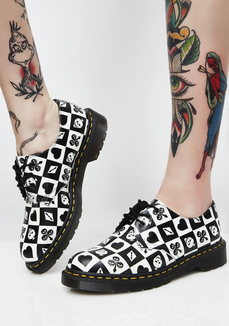 Dr. Martens 1461 Playing Card Flat Shoes cuz you know how to win. These dope af oxford style shoes have a black N' white print all over, thikk soles, and lace-up front closures.