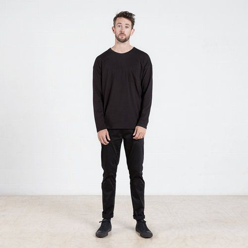Long sleeve pocket t-shirt in Black #dorsu #autumncollection #newcollection #menswear #fashion #basics #fashionessentials #cotton #ethicalfashion #tee #ethical #fair #wellmade #quality #comfort #black #minimal #modern #longsleeve #tshirt #winter17 #winter #aperfectday #perfectday #t-shirt #tshirt #simple #monochrome #black #pocket