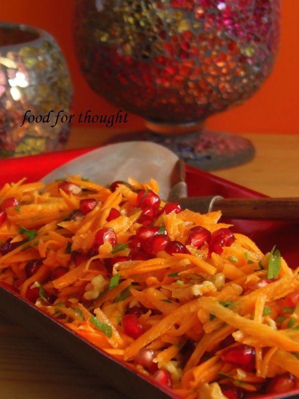 Σαλάτα με καρότο και ρόδι http://laxtaristessyntages.blogspot.gr/2013/11/salata-me-karoto-kai-rodi.html