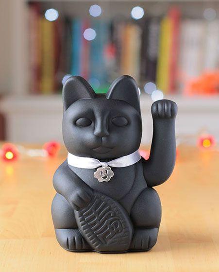 gato de la suerte negro