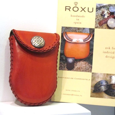 Bag by Roxu leather Fanny Pack. Manufactured with the finest materials, leather from beef. Leather design. Handmade in Spain. Tax free $57.90