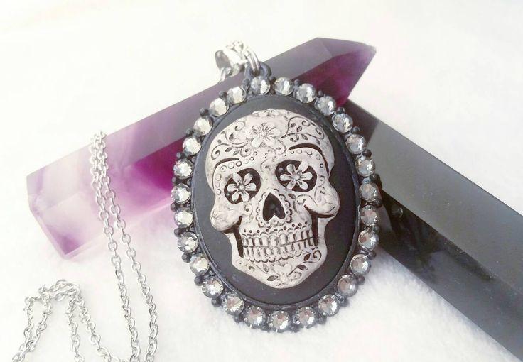 Sugar skull cameo necklace | Dia delos muertos