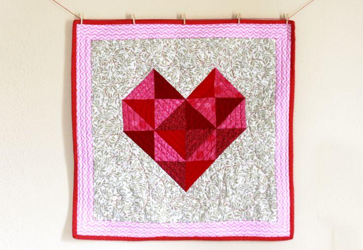 Valentine's Day heart mini quilt tutorial #freepattern