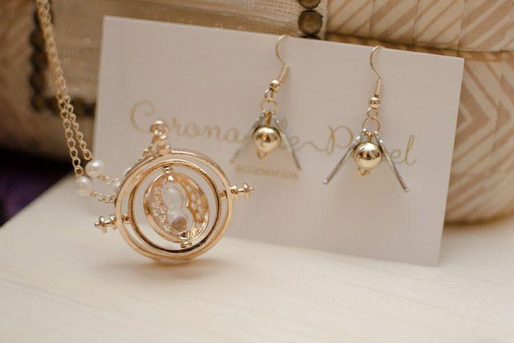 Aretes de mini Snitch y collar de Gira-Tiempo   Corona de Papel Accesorios