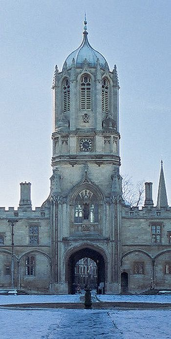 Tom Tower, Christ Church, Oxford: I want to go see..... And want to look inside. I bet it's the bomb.