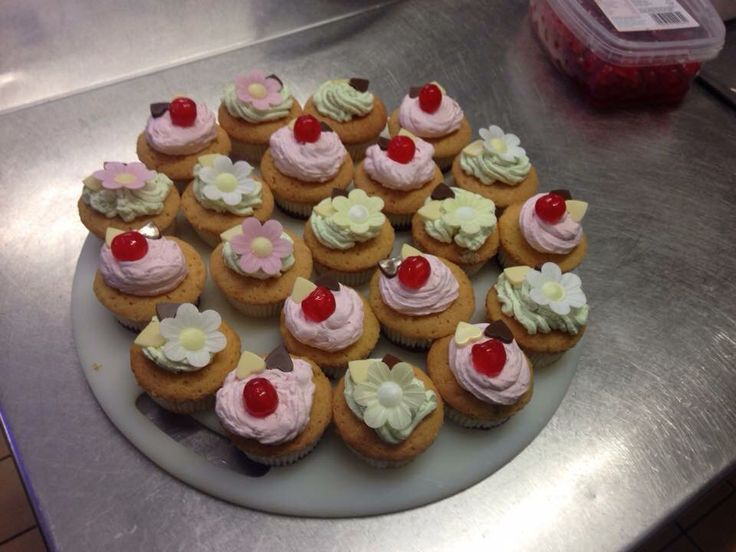 Cakes i have made lemon and strawberry flavour