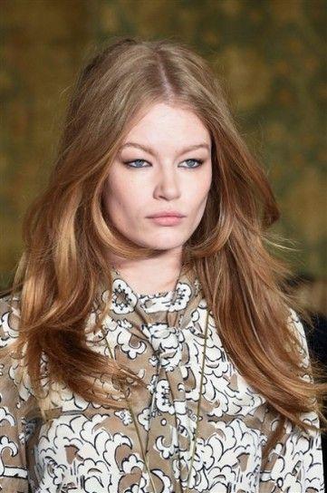 Mosso naturale con riga in mezzo da Tory  New York Fashion Week Autunno Inverno 2015-2016: tutte le tendenze beauty dalla Grande Mela   Burch