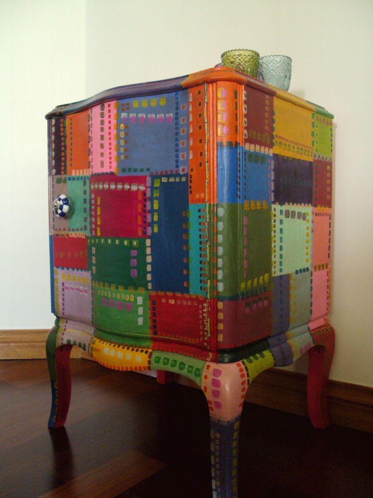 Mesa de luz francesa pintada a mano por vintouch muebles - Muebles pintados vintage ...