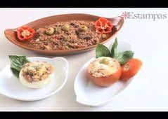 VIDEO. CEBOLLAS RELLENAS. http://www.estampas.com/cocina-y-sabor/recetas/140713/cebollas-rellenas  ,.-  Tomates y cebollas rellenas con carne molida guisada - Cocina