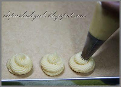 Dari Dapur Kak Yah: Krim Puff dan Prosesnya