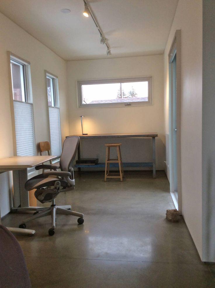 Rear studio : Estudios y despachos de estilo moderno de Ecosa Institute