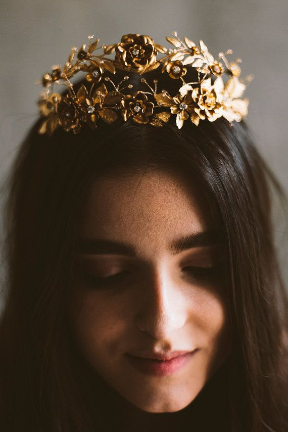 A beautiful gold tiara to top off your wedding hairstyle.