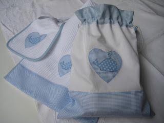 Conjunto para guardería de babero, toalla y bolsa