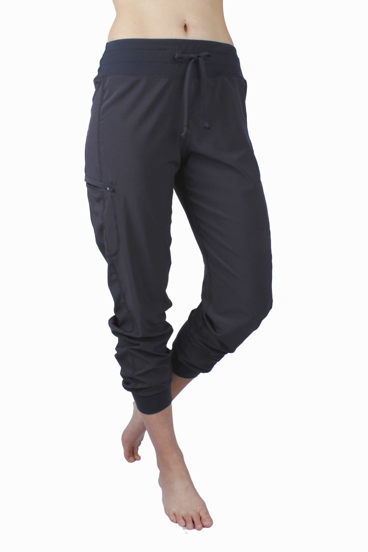 Stella #Pants in woven fabric. Black. With a zipper pocket on the right side.