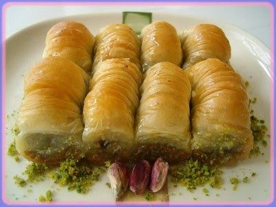 Γλυκές Τρέλες: Σαραγλάκια με φυστικι Αιγίνης!!!